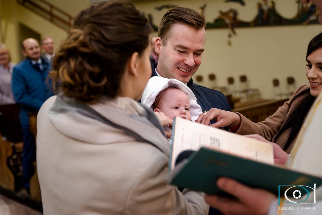 chrzciny - radość rodziców