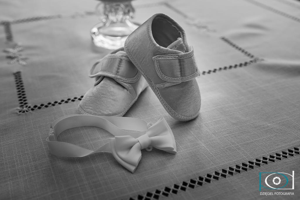 buciki i mucha - zdjęcia z chrzcin
