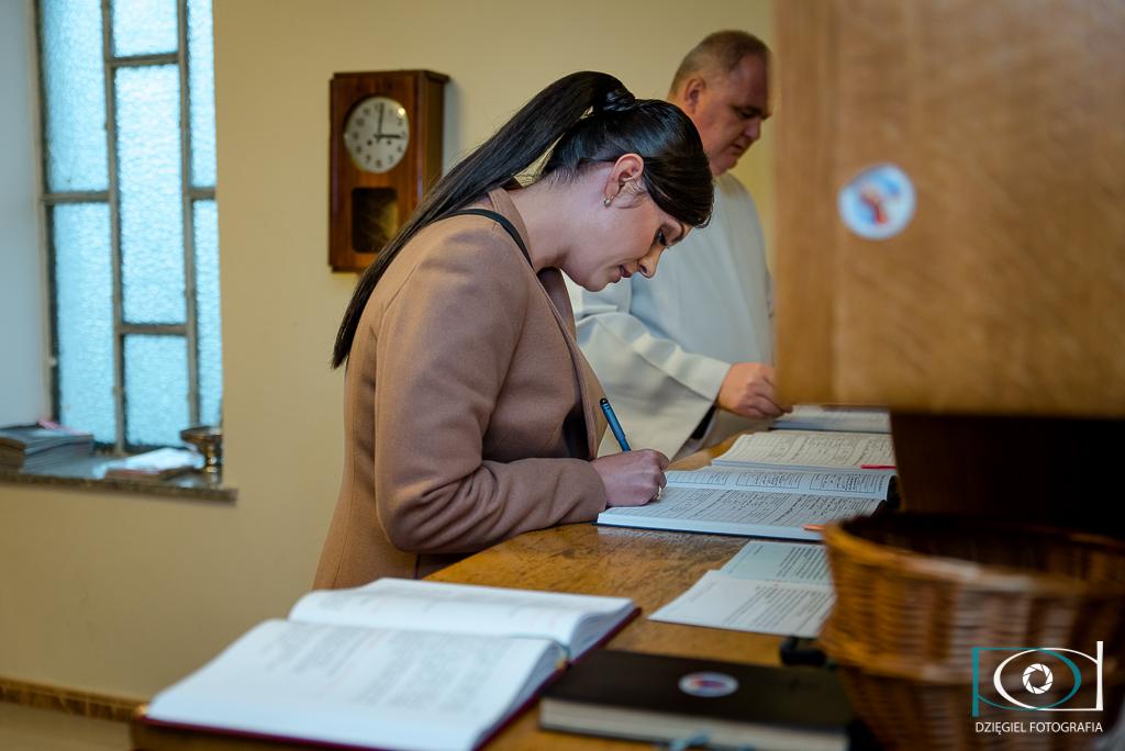 chrzciny - podpisywanie dokumentów