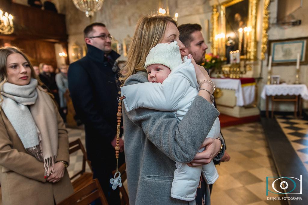 reportaż z chrzcin - Giebułtów kościół