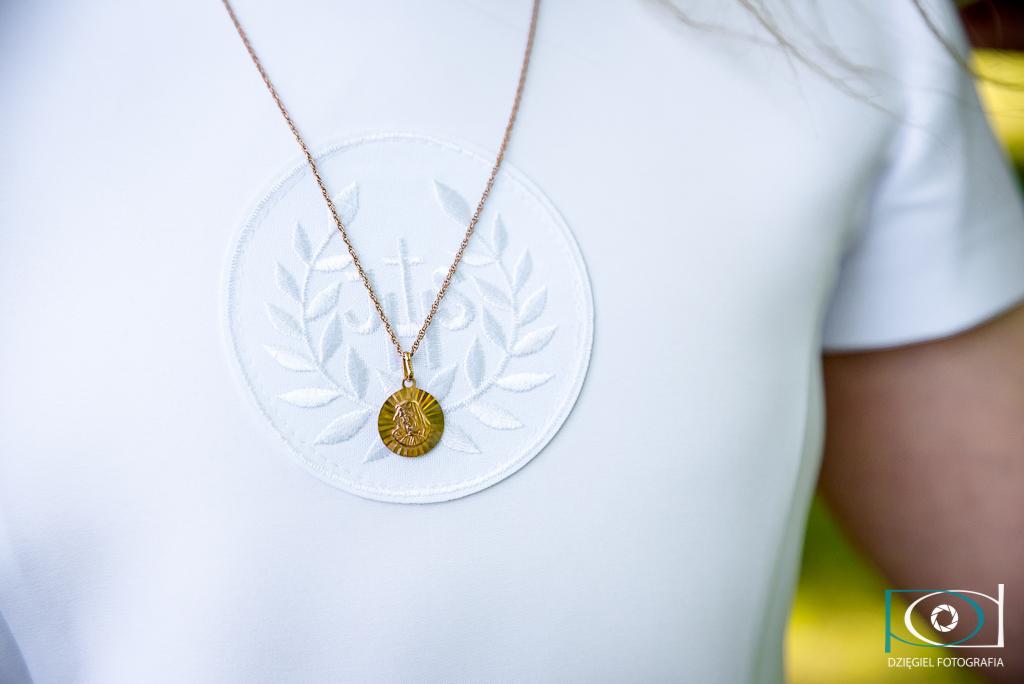 zdjęcia komunijne - zalew nowohucki - medalik