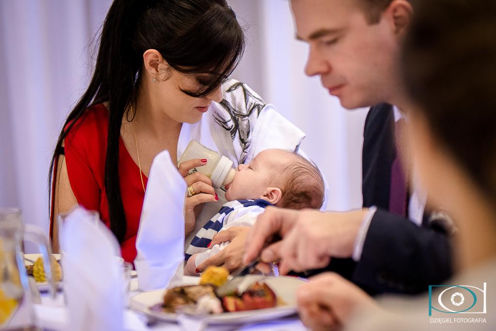 karmienie dziecka - chrzciny w sosnowcu