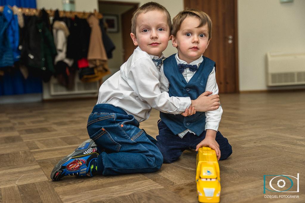 chłopaki - portret na chrzcinach